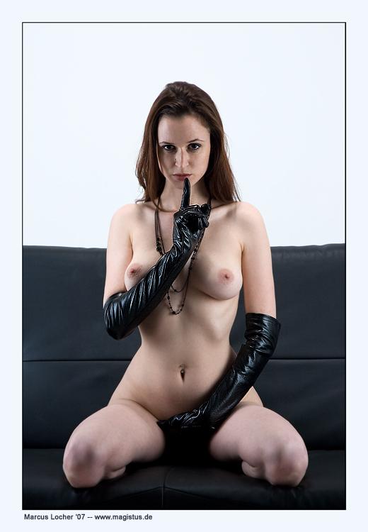 Gloves - Akt - Anna Model - Fotos von Marcus Locher
