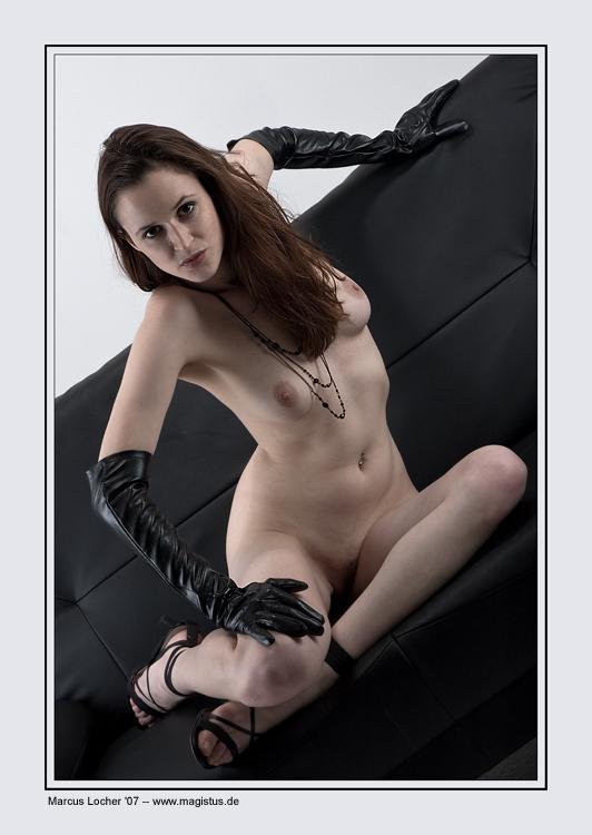 Black Gloves No. 2 - Akt - Anna Model - Foto von Marcus Locher