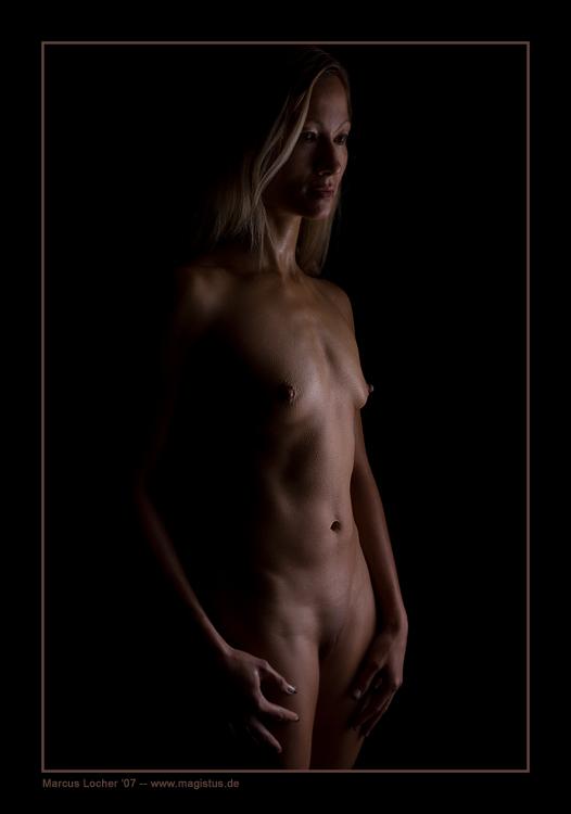 In the Dark No. 2 - Akt - Foto von Marcus Locher