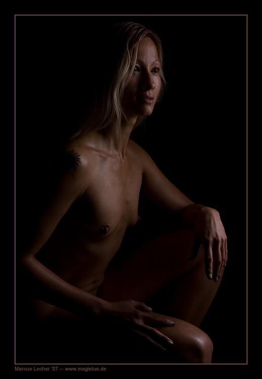 In the Dark - Akt - Foto von Marcus Locher