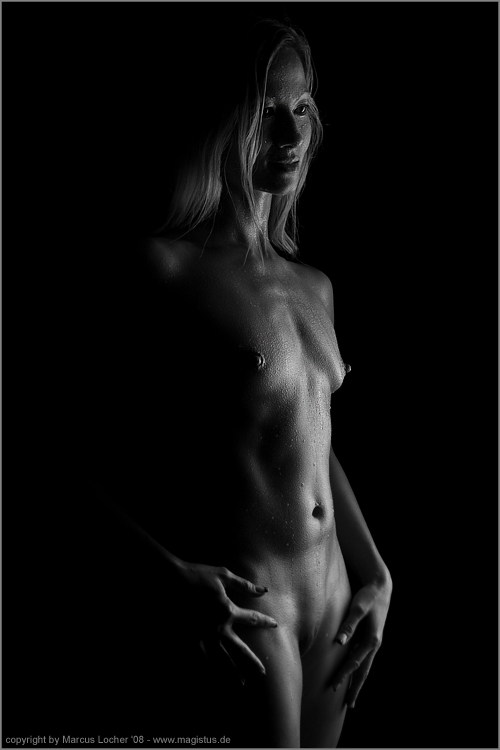 Black & White - Akt / Nude-Art - Norah S. - by Marcus Locher - all rights reserved!