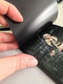 Bindung ermöglicht kein komplettes umschlagen. Rückseiten können nicht bedruckt werden. Fotoqualität aber o.k.