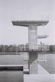 Familienbad - Naturbadesee Großer Woog Darmstadt (Sprungturm) DACORA dignette 300 SL - Ilford HP5 Plus 400 Black&White Film 35mm