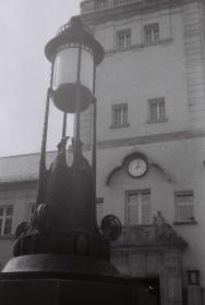 Jugendstilbad Darmstadt - Front mit Lampe DACORA dignette 300 SL - Ilford HP5 Plus 400 Black&White Film 35mm