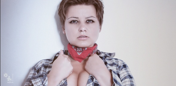 Western Beauty - sexy portrait photo of a beautiful model showing a hot cleavage - © by Magistus