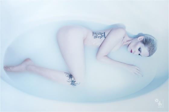 Bathing Beauty - OnLocation Nude Photoshoot - Copyright by Magistus
