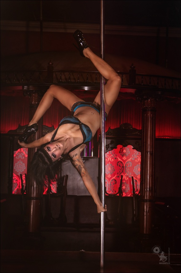 Poledance Lingerie - Super sexy acrobatic photoshoot on the club - © by @Magistus
