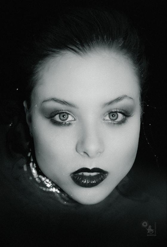 Dark Water Portrait - Closeup Portrait in black water - © by MagistusFoto