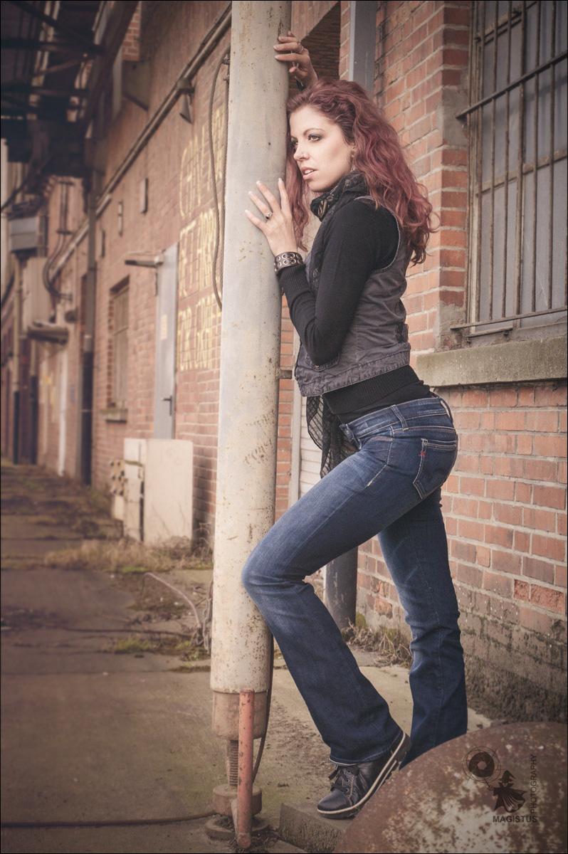 Urban Jeans Fashion - OnLocation Portrait Photoshoot - © by Magistus