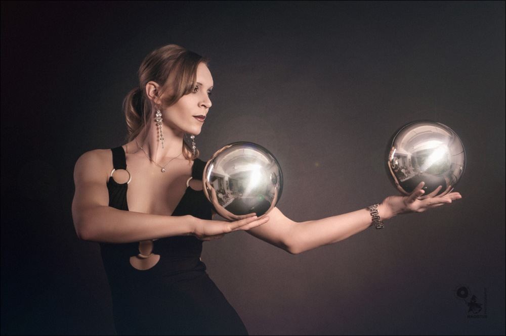The Spheres - Acrobatic Beauty Portrait - © by MagistusFoto