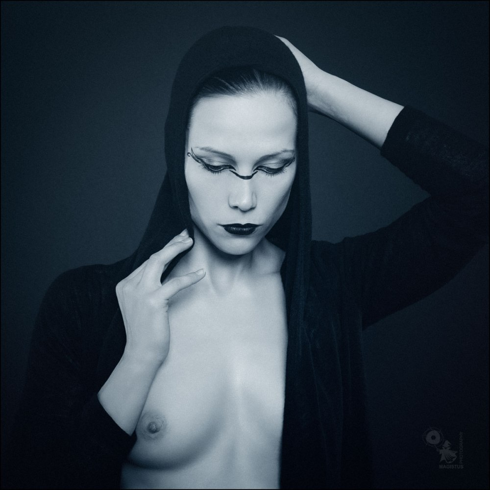 Gothic Portrait - Gothic Nude Art Photoshoot - © by MagistusFoto