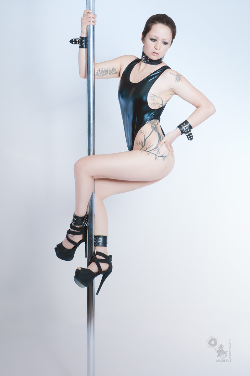 Beauty Pole - Sexy Poledance Photoshoot - © by Magistus