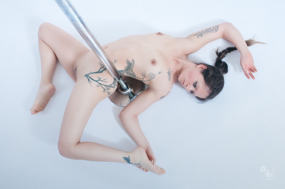 Nude Pole - Nude Art Photoshoot with fantastic fully naked model - © by MagistusFoto