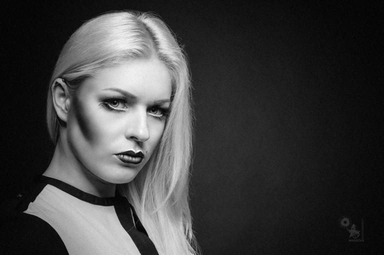 Intensive Close Up - Black & White Portrait Photoshoot - © by MagistusFoto