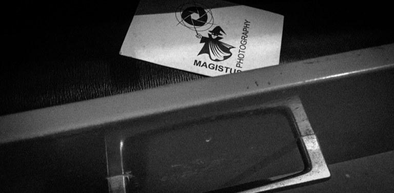 Magistus.de Visitenkarte in Schublade