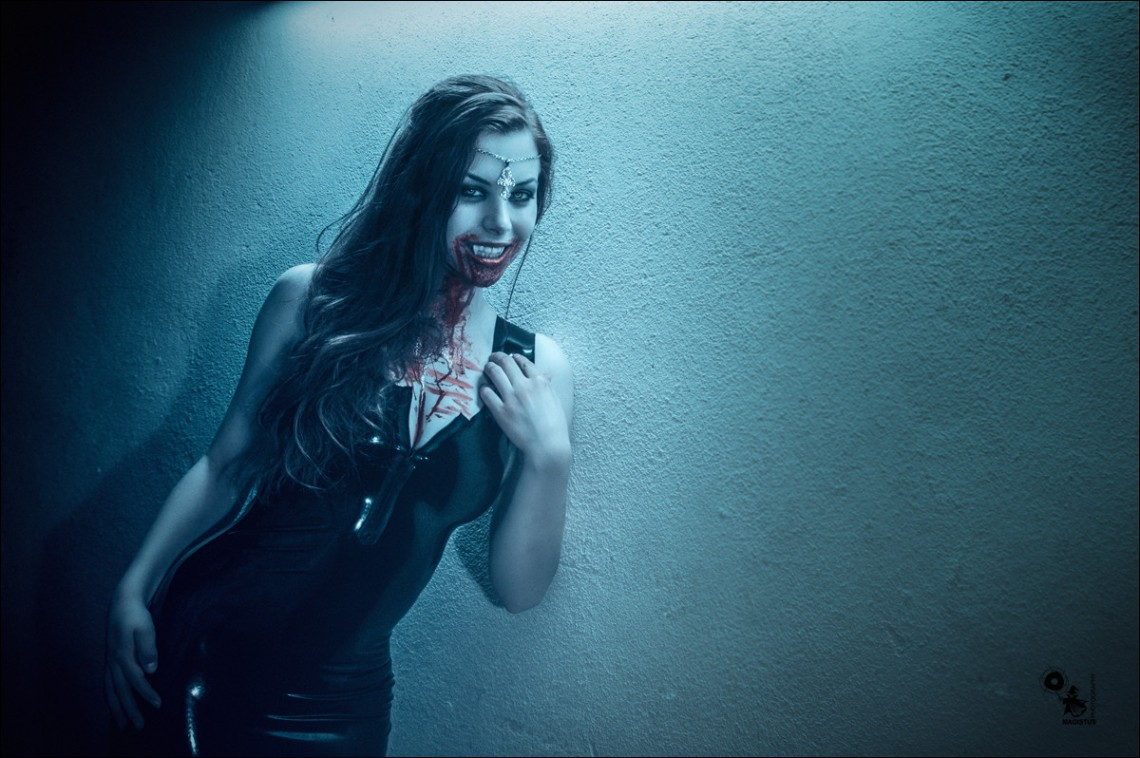 Bloody Moony - Vampire Fantasy with hot girl in a tight Latex Dress - © by Magistus