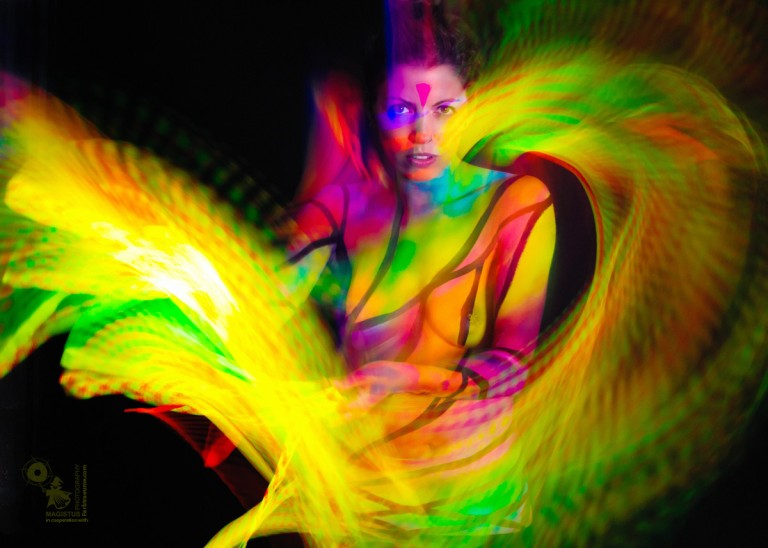 Neon Vortex - Body & Lightpainting Art - © by Magistus & Fabtraeume.com