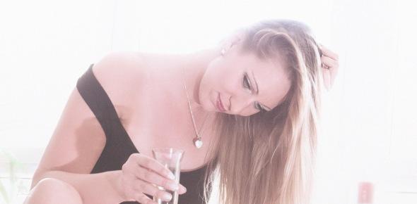 Sun & Champagne - Sexy and beautiful Upskirt Portrait - © by Magistus