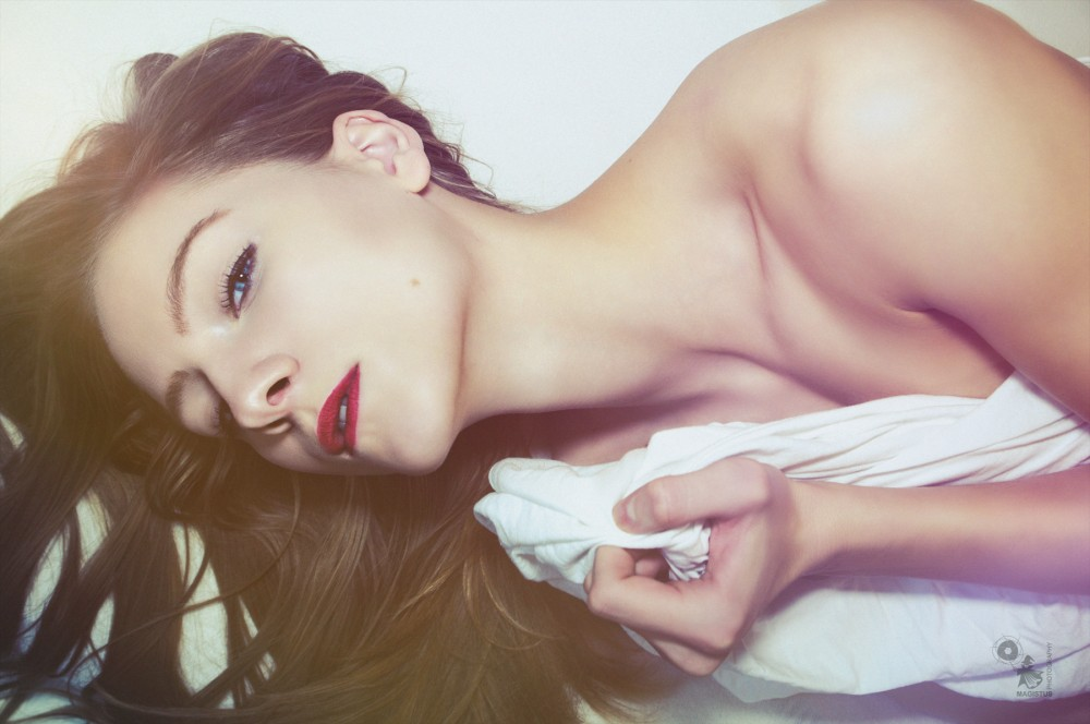 Bed N Beauty - beautiful model is posing in the bed - © by Magistus
