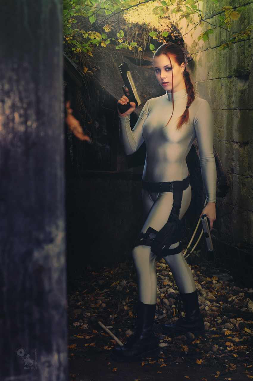 Dungeon Raider - Fantastic busty model Moony Mara is posing with to guns in Lara Croft style - copyright by Magistus