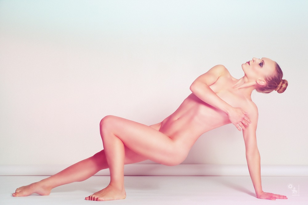 Classic Nude - super athletic and beautiful classic nude art photo - © by Magistus