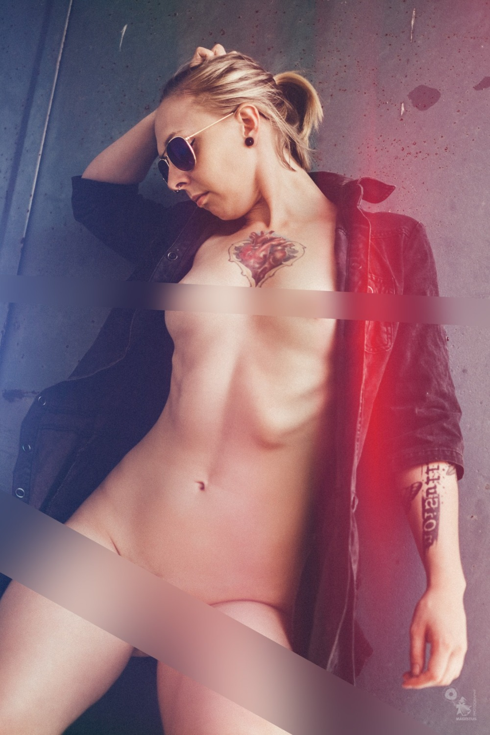 Super hot tattoo model is posing fully naked outdoor